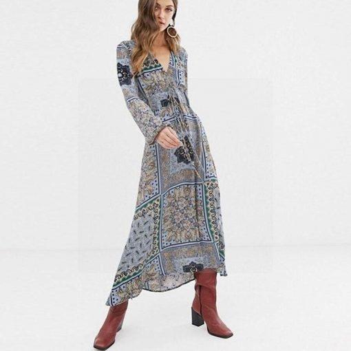 Graues Kleid im Hippie Chic